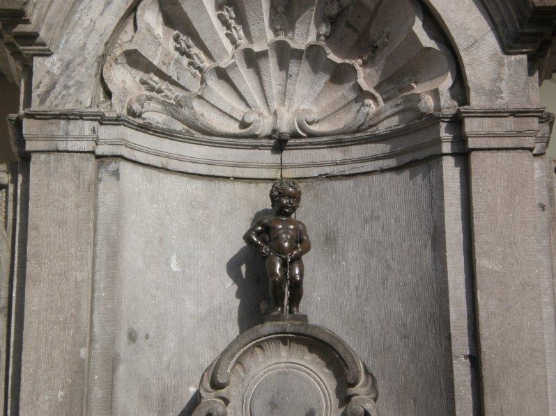 the infamous Manneken Pis statue