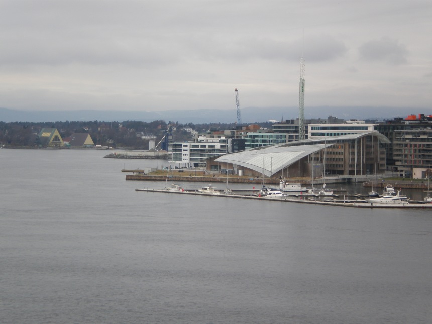 you can see the Fram museum here across the bay (the yellow building)
