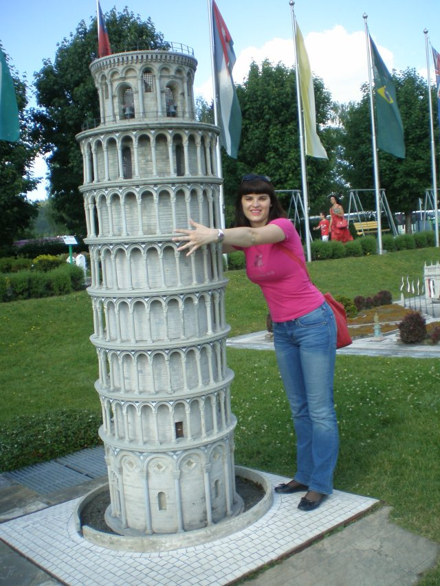 I saw the real one in Pisa too but I couldn't hug that one :)