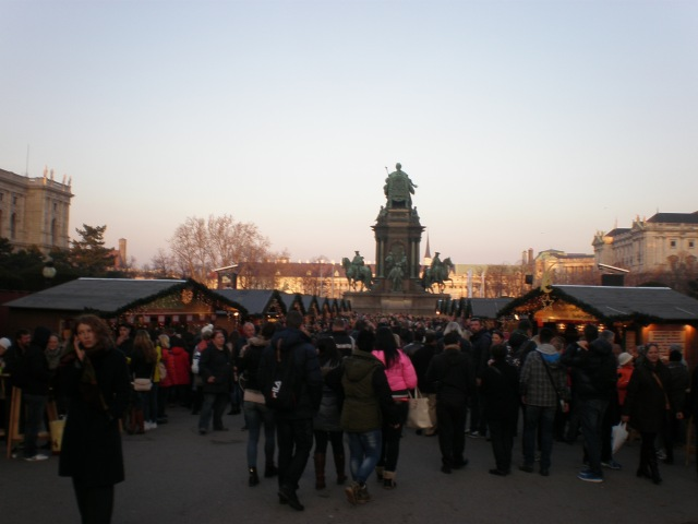 Maria-Theresin platz market