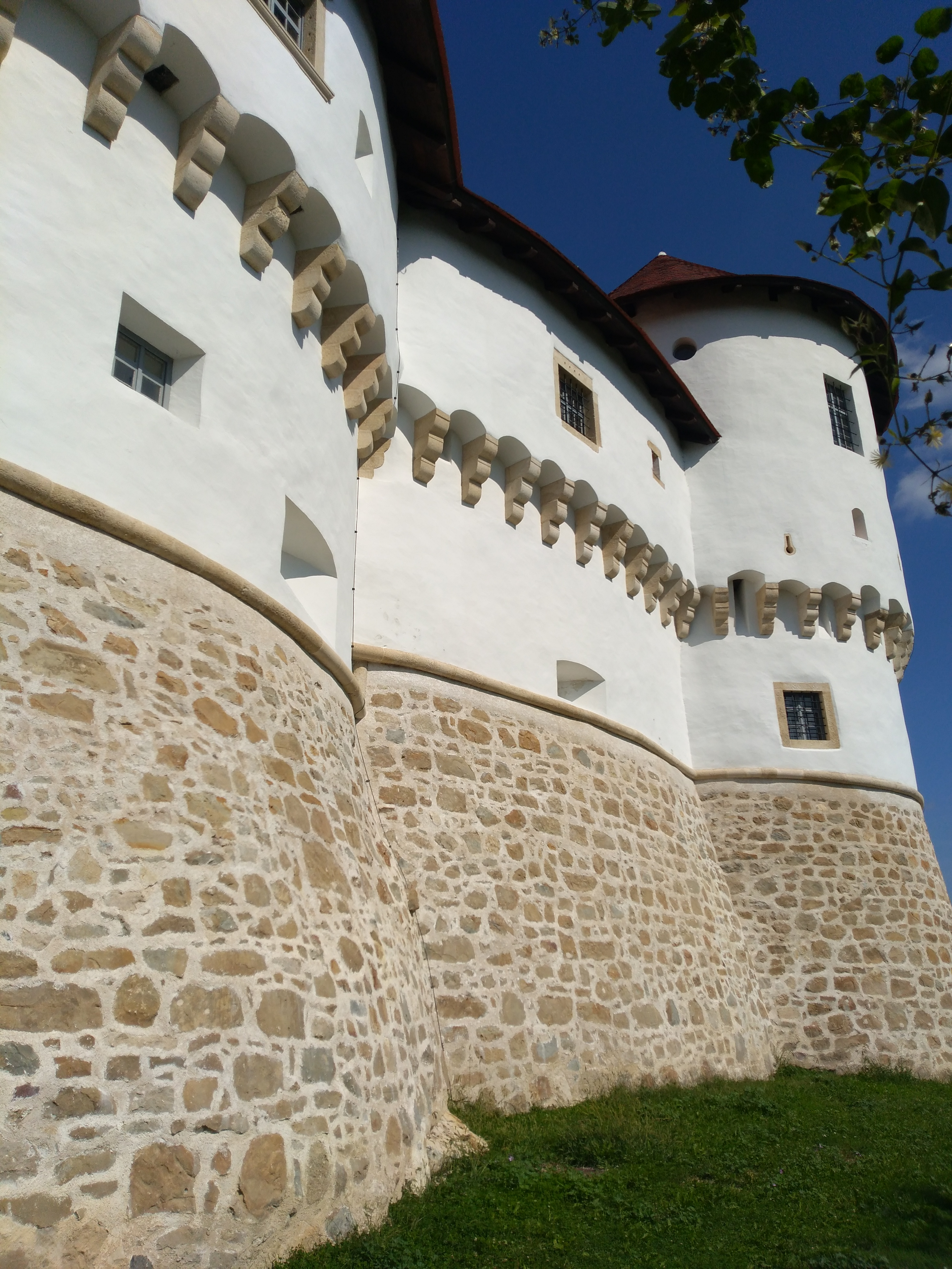 Veliki Tabor Castle fortresses and walls